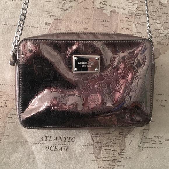 Michael Kors Handbags - MAKE AN OFFER🖤Michael Kors Crossbody Purse